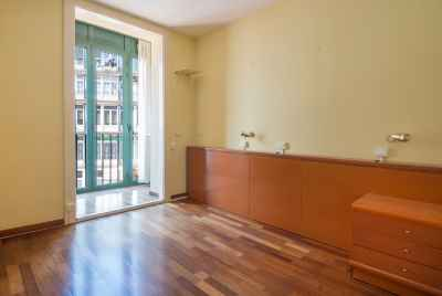Refurbished apartment in the most picturesque district of Barcelona